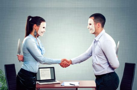 ۴ راهکار برای سرکوب حسادت شغلی