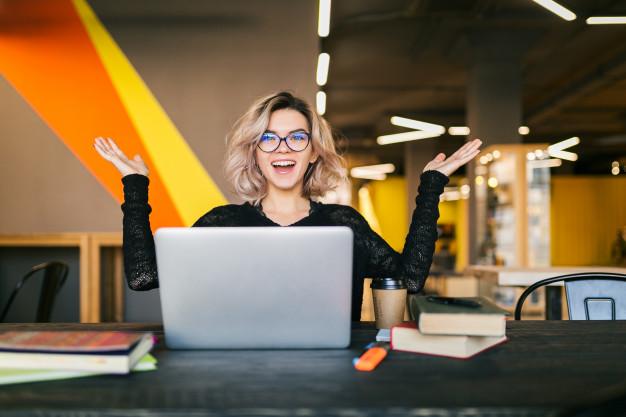 ۶ دلیل که اگر حرفه ای هستید باید یک کلاس آنلاین داشته باشید!!